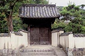 岡村邸の門