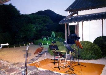 日が暮れゆく頼久寺庭園