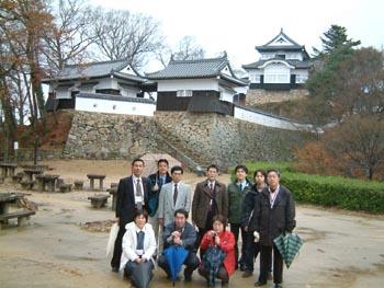 松山城で記念写真