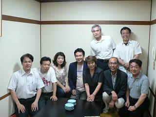 石田さんを囲んで集合写真