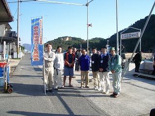 白石港で中村さん、原田さん、笠岡市の皆さんと