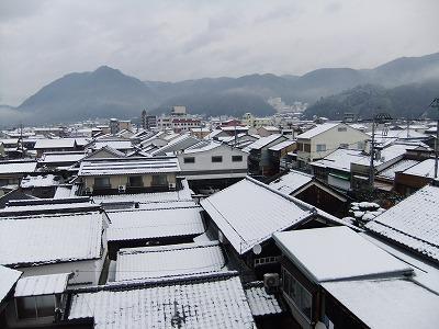 この日は雪模様