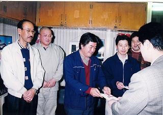 山陽新聞高梁支局へ津山地域の水害義援金を寄託